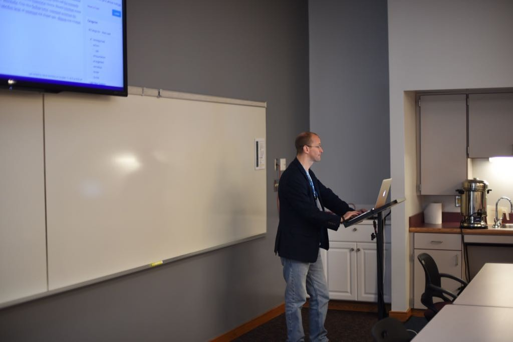 Image of Steve Mortiboy presenting at WordCamp Hampton Roads